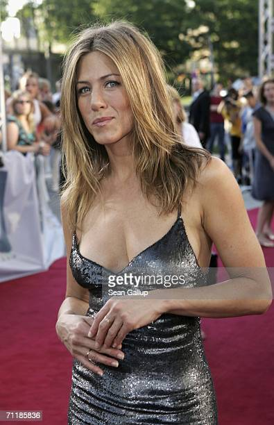Actress Jennifer Aniston arrives for a special screening of 'The BreakUp' on June 12 2006 in Hamburg Germany