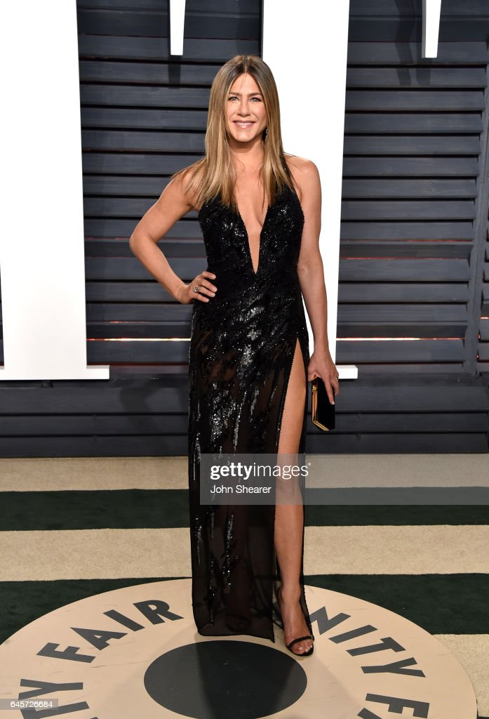 Actress Jennifer Aniston attends the 2017 Vanity Fair Oscar Party hosted by Graydon Carter at Wallis Annenberg Center for the Performing Arts on February 26, 2017 in Beverly Hills, California.