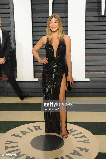 Actress Jennifer Aniston attends the 2017 Vanity Fair Oscar Party hosted by Graydon Carter at Wallis Annenberg Center for the Performing Arts on...