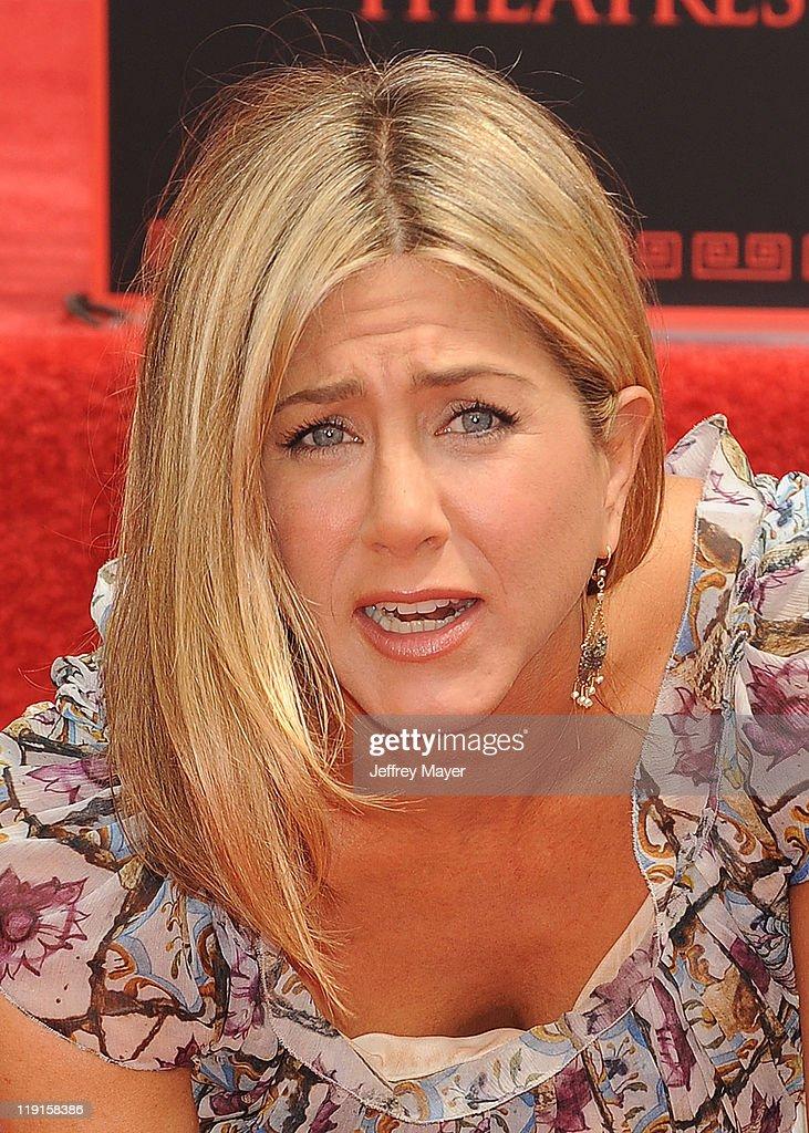 This Julia Roberts & Jennifer Aniston Flick Just Hit #7 on