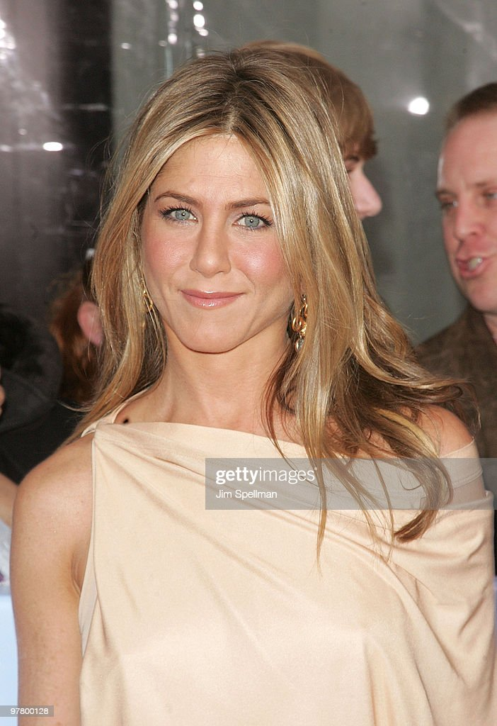 Actress Jennifer Aniston attends the premiere of 'The Bounty Hunter' at the Ziegfeld Theatre on March 16, 2010 in New York City.