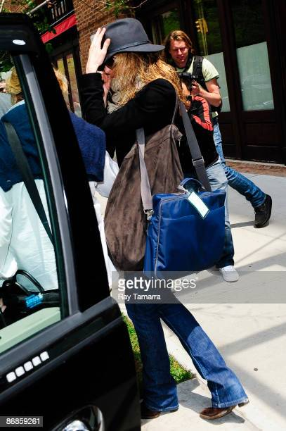 Actress Jennifer Aniston leaves her Tribeca hotel on May 08 2009 in New York City