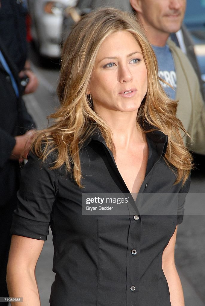 Jennifer Aniston Appears On The Late Show With David Letterman : News Photo