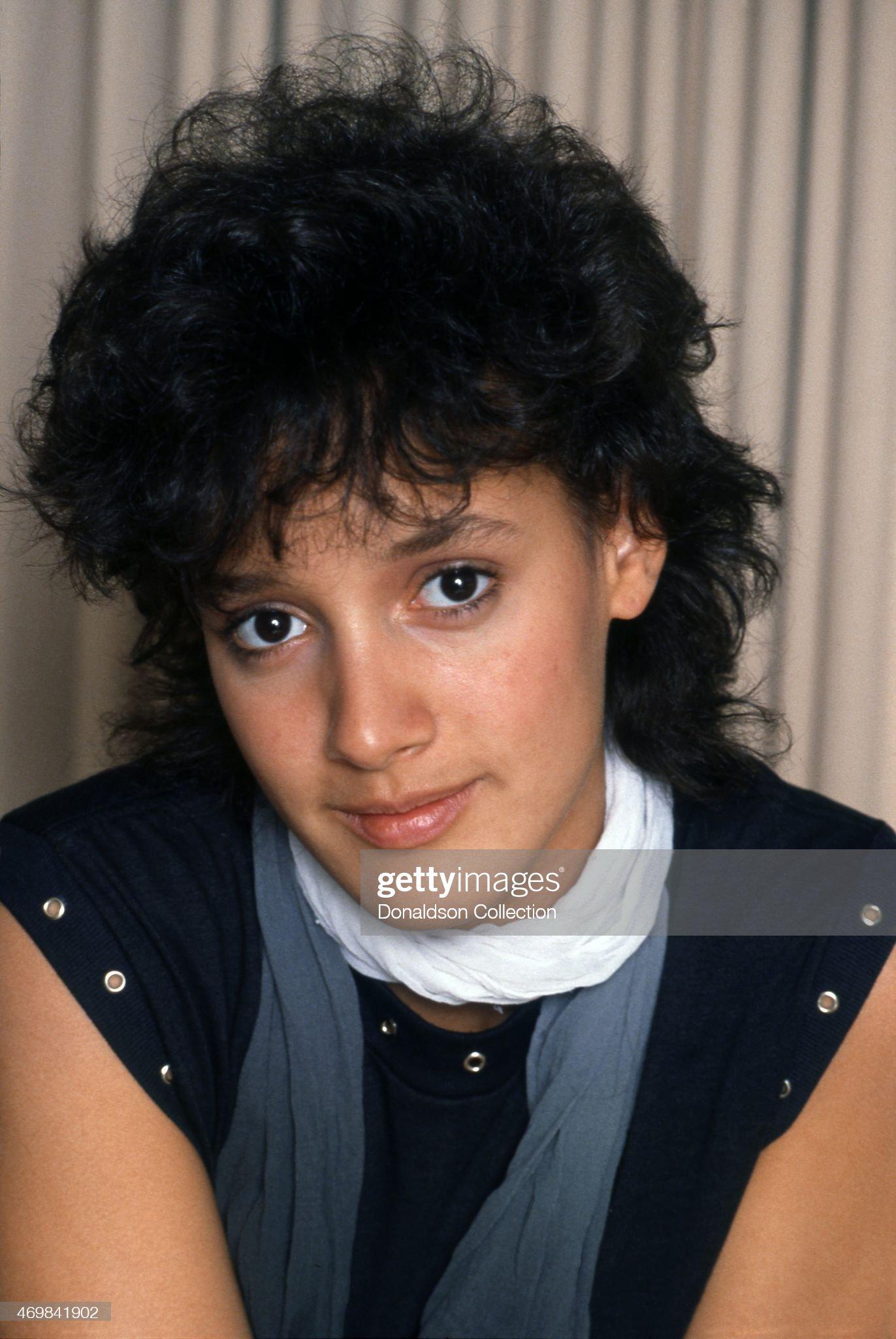 Raza negra y sus mezclas (Afrodescendientes) - Página 2 Actress-jennifer-beals-poses-for-a-portrait-on-april-29-1983-in-los-picture-id469841902?s=2048x2048