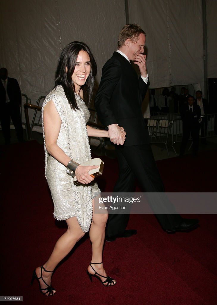 Actress Jennifer Connelly and husband Paul Bettany leaving The Metropolitan Museum of Art's Costume Institute Gala May 07, 2007 in New York City.