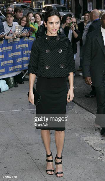 """Actress Jennifer Connelly visits """"Late Show with David Letterman"""" on October 30, 2007 at the Ed Sullivan Theatre in New York City."""