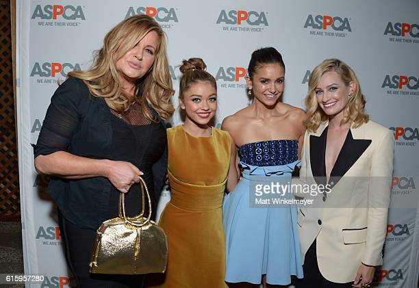 Actress Jennifer Coolidge honoree Sarah Hyland actress Nina Dobrev and honoree Beth Behrs attend ASPCA's Los Angeles Benefit on October 20 2016 in...