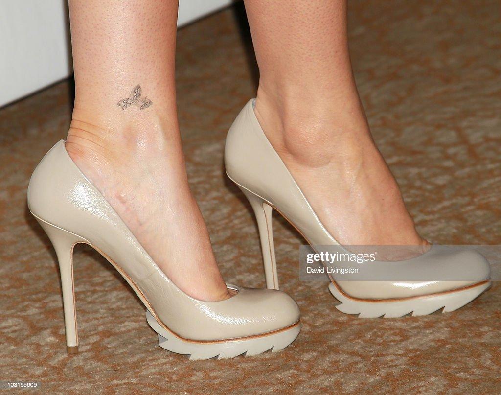 Jennifer Finnigan Feet actress jennifer finnigan attends the disney abc television