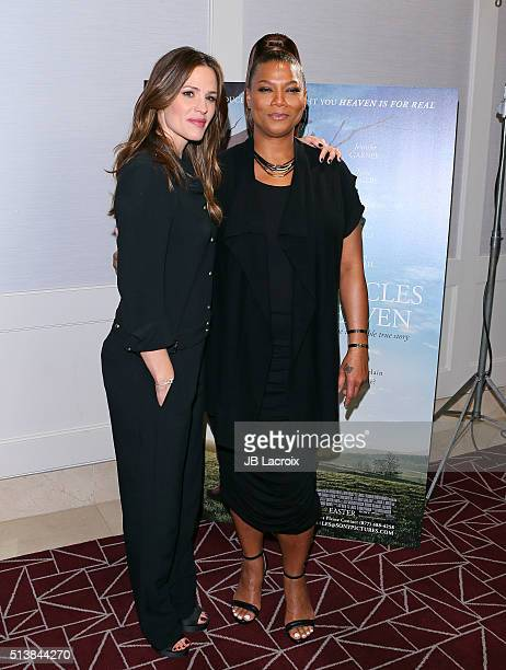 Actress Jennifer Garner and Queen Latifah attend Sony Pictures releasing's 'Miracles From Heaven' photo call on March 4 2016 in West Hollywood...