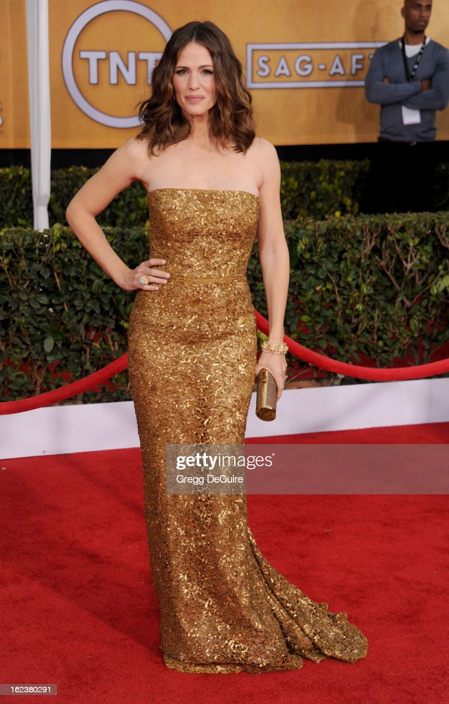 Actress Jennifer Garner arrives at the 19th Annual Screen Actors Guild Awards at The Shrine Auditorium on January 27, 2013 in Los Angeles, California.