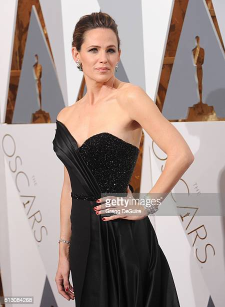 Actress Jennifer Garner arrives at the 88th Annual Academy Awards at Hollywood & Highland Center on February 28, 2016 in Hollywood, California.