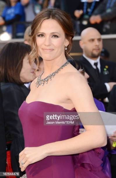 Actress Jennifer Garner arrives at the Oscars at Hollywood Highland Center on February 24 2013 in Hollywood California