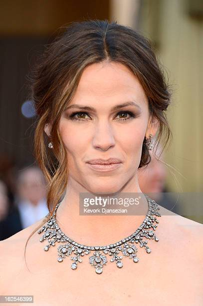 Actress Jennifer Garner arrives at the Oscars at Hollywood & Highland Center on February 24, 2013 in Hollywood, California.