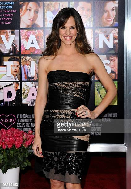 Actress Jennifer Garner arrives at the premiere of New Line Cinema's Valentine's Day at Grauman's Chinese Theatre on February 8 2010 in Hollywood...