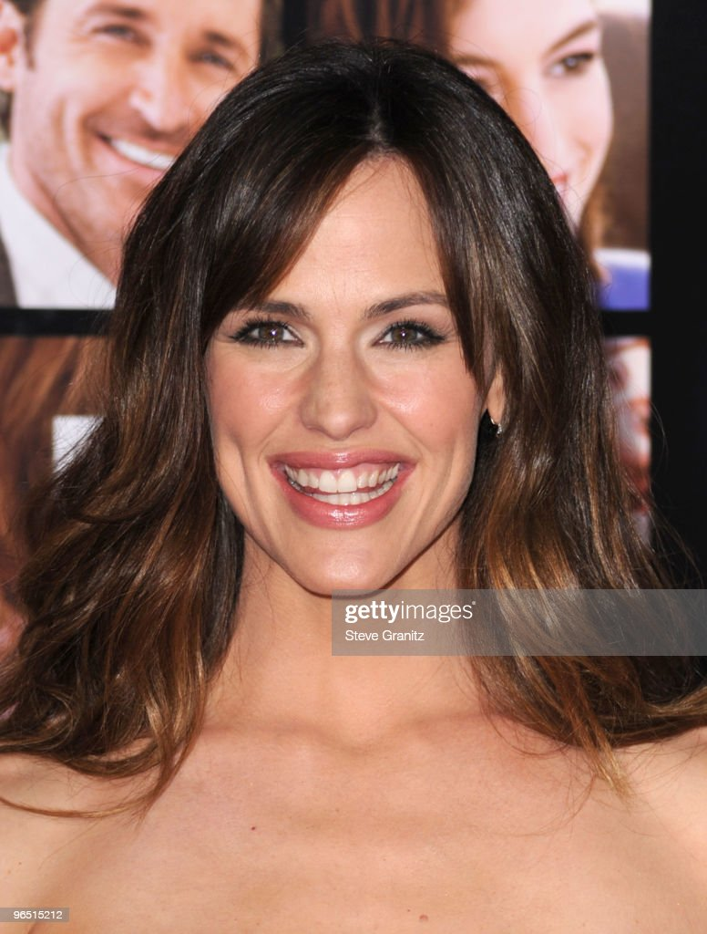 Actress Jennifer Garner arrives at the 'Valentine's Day' Los Angeles premiere held at Grauman's Chinese Theatre on February 8, 2010 in Hollywood, California.