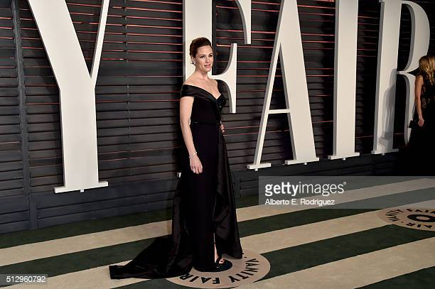 Actress Jennifer Garner attends the 2016 Vanity Fair Oscar Party hosted By Graydon Carter at Wallis Annenberg Center for the Performing Arts on...