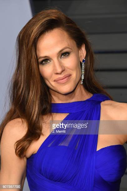 Actress Jennifer Garner attends the 2018 Vanity Fair Oscar Party hosted by Radhika Jones at the Wallis Annenberg Center for the Performing Arts on...