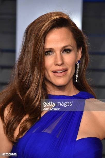 Actress Jennifer Garner attends the 2018 Vanity Fair Oscar Party hosted by Radhika Jones at Wallis Annenberg Center for the Performing Arts on March...