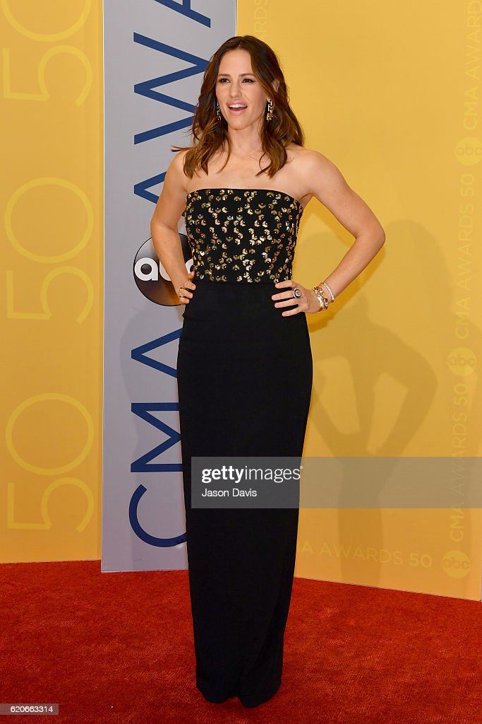 Actress Jennifer Garner attends the 50th annual CMA Awards at the Bridgestone Arena on November 2, 2016 in Nashville, Tennessee.