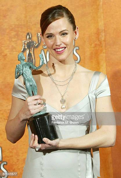 "Actress Jennifer Garner poses in the press room with her Actor for Outstanding Performance by a Female Actor in a Drama Series for ""Alias"" at the..."