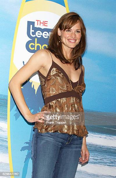 Actress Jennifer Garner who won for Choice TV Actress Drama/Adventure poses in the press room at The Teen Choice Awards 2004