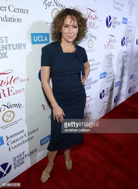 Actress Jennifer Grey attends the UCLA Jonsson Cancer Center Foundation Hosts 22nd Annual Taste for a Cure event honoring Yael and Scooter Braun at...
