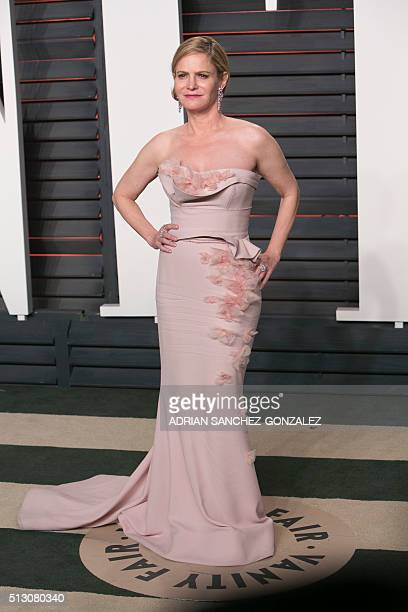 US actress Jennifer Jason Leigh arrives to the 2016 Vanity Fair Oscar Party February 28 2016 in Beverly Hills California / AFP / ADRIAN...