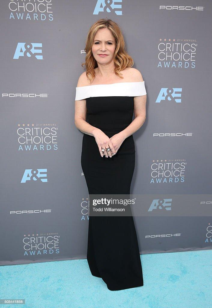 Actress Jennifer Jason Leigh attends the 21st Annual Critics' Choice Awards at Barker Hangar on January 17, 2016 in Santa Monica, California.
