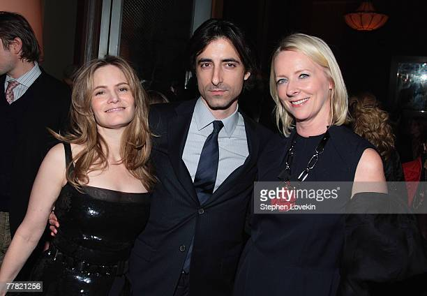Actress Jennifer Jason Leigh filmmaker Noah Baumbach and Allure editorinchief Linda Wells attend the dinner for Margot At The Wedding hosted by The...