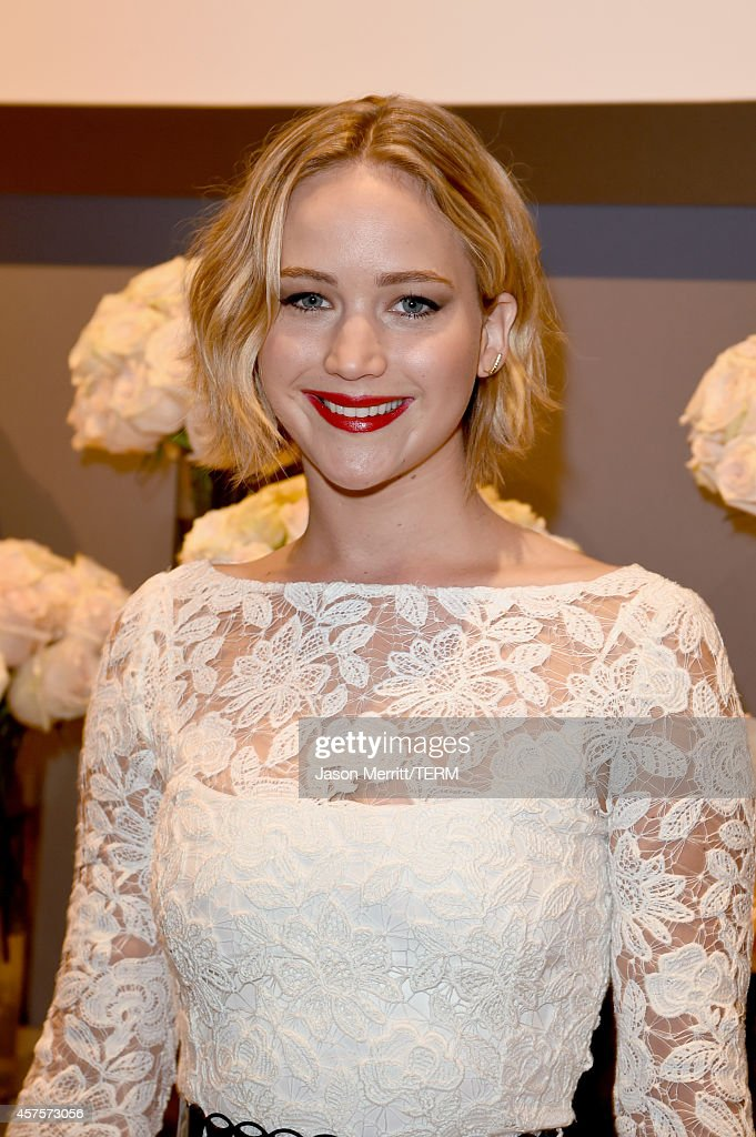 ELLE's 21st Annual Women In Hollywood Celebration - Roaming Inside