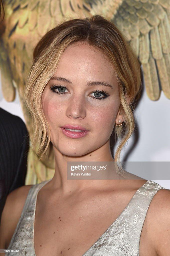 Jennifer Lawrence Mockingjay Premiere