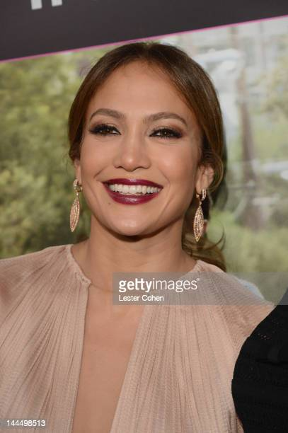 Actress Jennifer Lopez arrives at the Los Angeles premiere of 'What To Expect When You're Expecting' at Grauman's Chinese Theatre on May 14 2012 in...