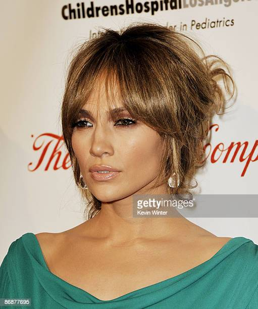 Actress Jennifer Lopez arrives at the 'Noche de Ninos Gala' benefiting Childrens Hospital of Los Angeles at the Beverly Hilton Hotel on May 2009 in...