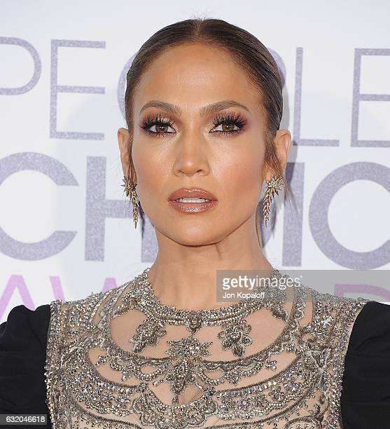 Actress Jennifer Lopez arrives at the People's Choice Awards 2017 at Microsoft Theater on January 18 2017 in Los Angeles California