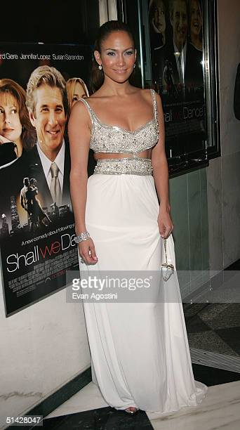 "Actress Jennifer Lopez arrives at the premiere of ""Shall We Dance"" at the Paris Theater October 5, 2004 in New York City."