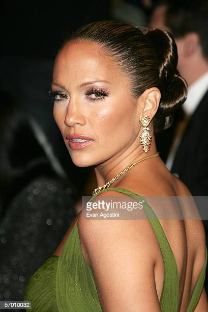 Actress Jennifer Lopez arrives at the Vanity Fair Oscar Party at Mortons on March 5 2006 in West Hollywood California