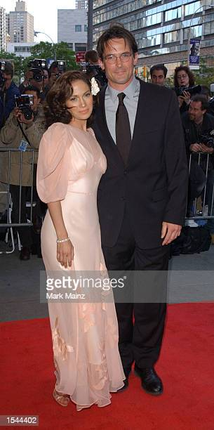 Actress Jennifer Lopez poses for photographers with costar Billy Campbell at the world premiere of Enough May 21 2002 at Loews Lincoln Square Theatre...
