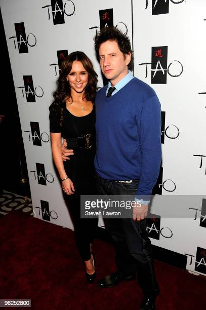Actress Jennifer Love Hewitt and actor Jamie Kennedy arrive at TAO Nightclub at the Venetian on January 28 2010 in Las Vegas Nevada
