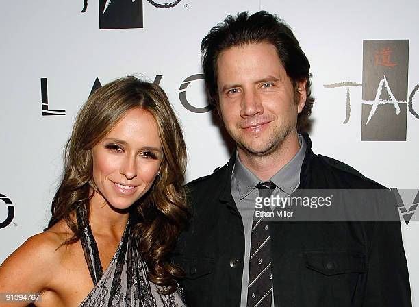 Actress Jennifer Love Hewitt and actor Jamie Kennedy arrive at the Tao Nightclub at the Venetian Resort Hotel Casino during the club's fouryear...