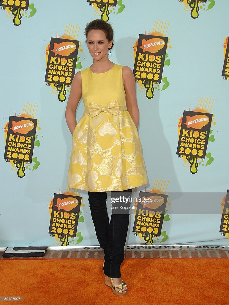 Actress Jennifer Love Hewitt arrives at Nickelodeon's 2008 Kids' Choice Awards at the Pauley Pavilion on March 29, 2008 in Los Angeles, California.