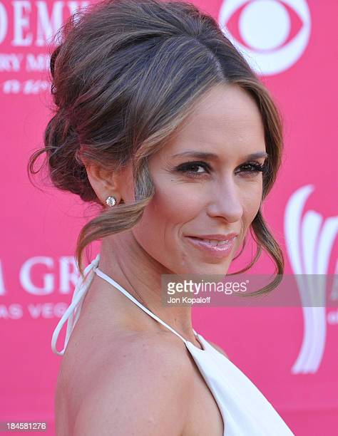 Actress Jennifer Love Hewitt arrives at the 44th Annual Academy of Country Music Awards Arrivals at the MGM Grand Arena on April 5 2009 in Las Vegas...