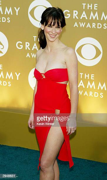 Actress Jennifer Love Hewitt arrives at the 46th Annual Grammy Awards held at the Staples Center on February 8 2004 in Los Angeles California