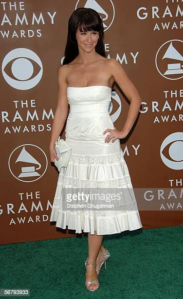 Actress Jennifer Love Hewitt arrives at the 48th Annual Grammy Awards at the Staples Center on February 8, 2006 in Los Angeles, California.