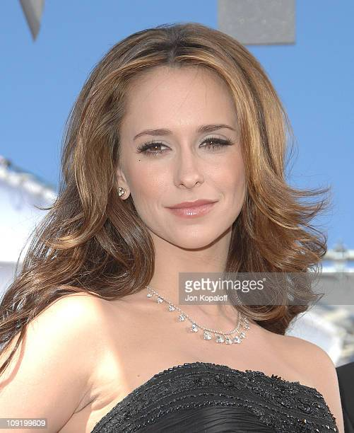Actress Jennifer Love Hewitt arrives at the 59th Primetime EMMY Awards at the Shrine Auditorium on September 16 2007 in Los Angeles California