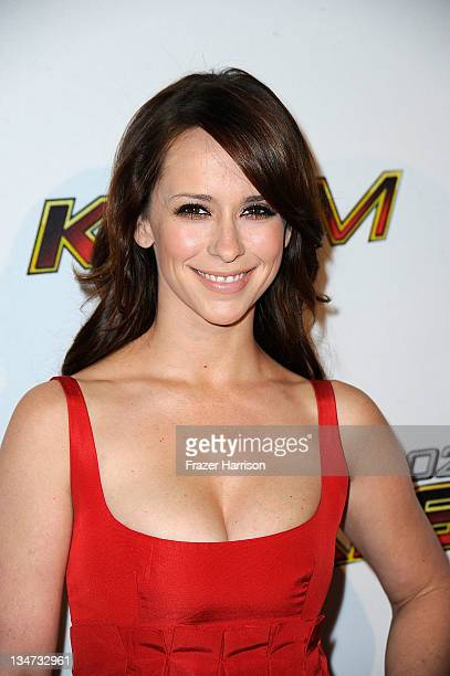 Actress Jennifer Love Hewitt arrives at the KIIS FM's Jingle Ball 2011 at Nokia Theatre L.A. Live on December 3, 2011 in Los Angeles, California.