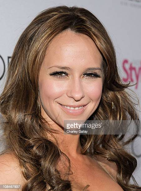 Actress Jennifer Love Hewitt arrives to 'A Night Of Red Carpet Style' hosted by People StyleWatch at Decades on January 27, 2011 in Los Angeles,...