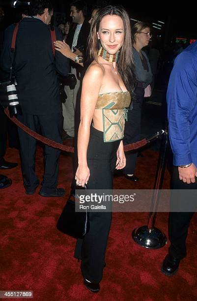 Actress Jennifer Love Hewitt attends the Battlefield Earth Hollywood Premiere on May 10 2000 at the Mann's Chinese Theatre in Hollywood California