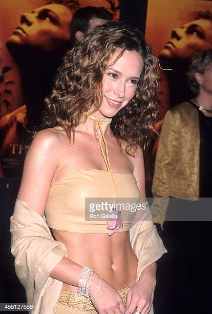Actress Jennifer Love Hewitt attends The Beach Hollywood Premiere on February 2 2000 at the Mann's Chinese Theatre in Hollywood California