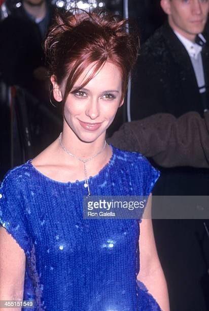 Actress Jennifer Love Hewitt attends the Hannibal New York City Premiere on February 5 2001 at the Ziegfeld Theatre in New York City
