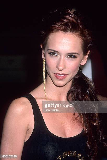 Actress Jennifer Love Hewitt attends the Heartbreakers Hollywood Premiere on March 19 2001 at the El Capitan Theatre in Hollywood California